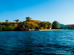 photo-plongee-komodo-wainilu-paysage-surface